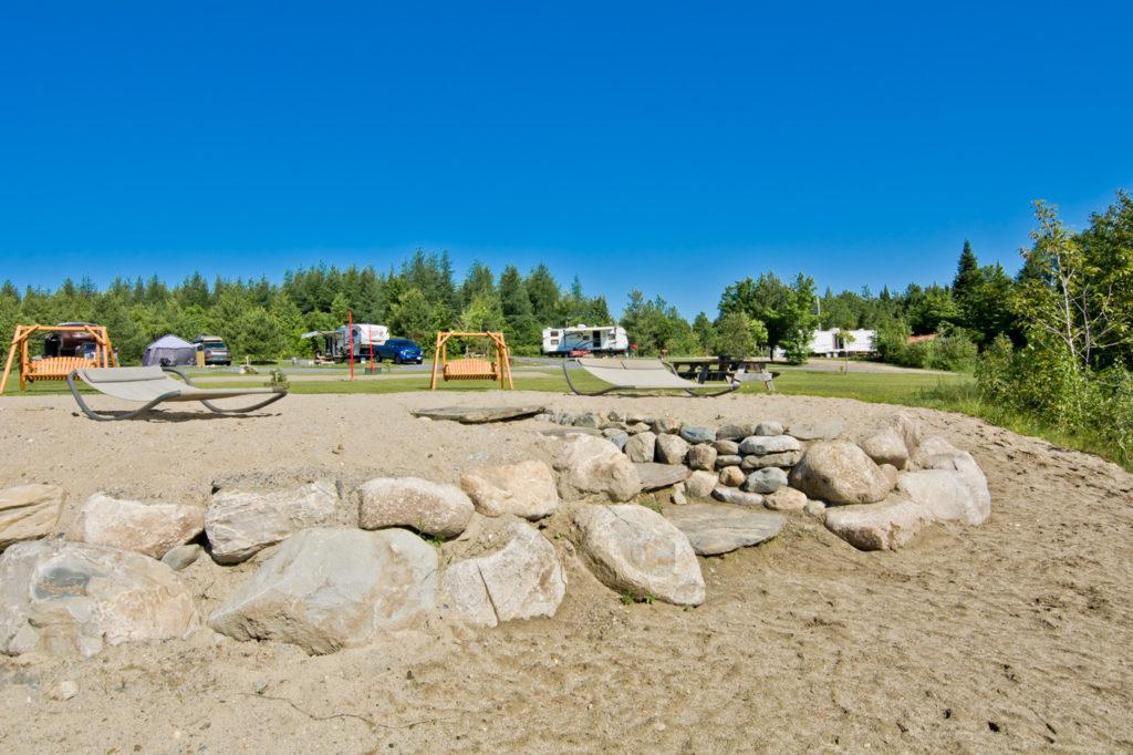 Terrain de Camping SPA - Chalet Pignon Rouge - Chalets à louer Cantons de l'est / Estrie à St-Romain